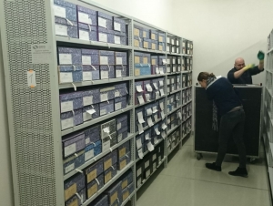 DEPOSITING THE FIRST ARCHIVAL GROUPS IN THE REBUILT CENTRAL DEPOSITORY IN LITOMĚŘICE (2016) PHOTO: T. PAVLÍČEK